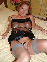 mature women wearing nylon stockings maturelle.com