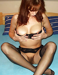 free shorthaired mature cougar in nylon rides cock